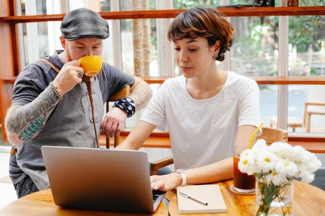 Couple Registering For Obamacare Special Enrollment